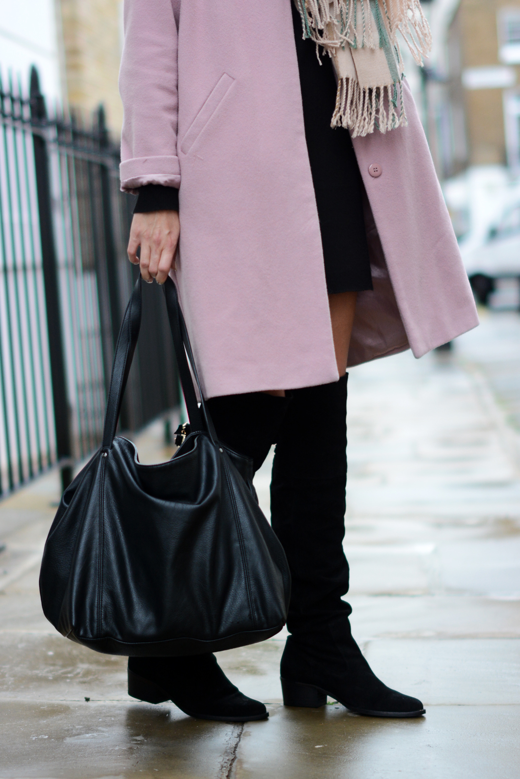 EJSTYLE - Pink Coat, Pink Grey blanket scarf, black jumper sweater dress, 60's style, Fall Autumn OOTD, OTK Suede boots black, Zara tote bag