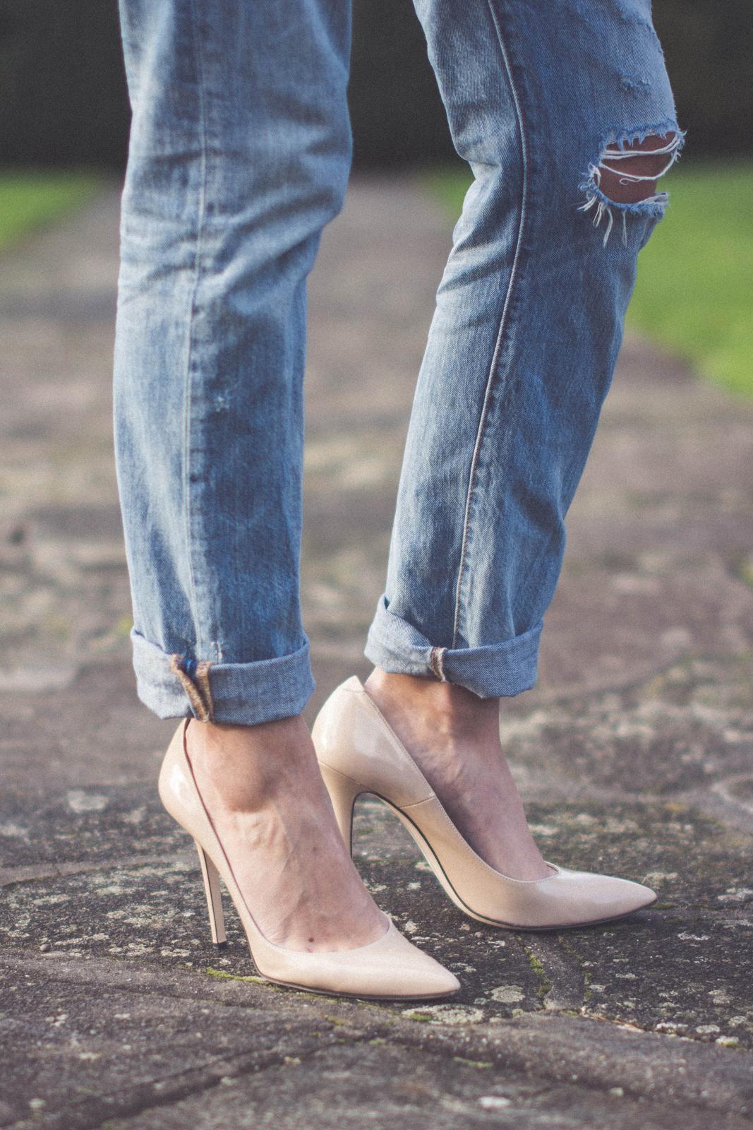EJSTYLE -  Levis 501 boyfriend bleach jeans, Daniel Footwear nude heels courts