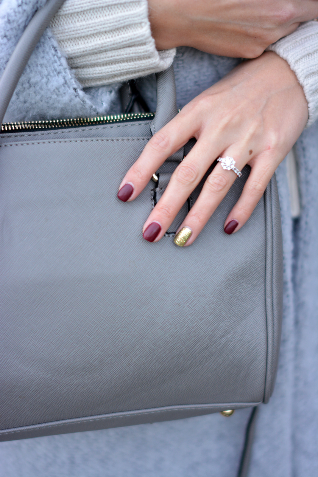 EJSTYLE -  festive christmas nails using Barry M matte and glitter, gold glitter feature nail, red matte nails