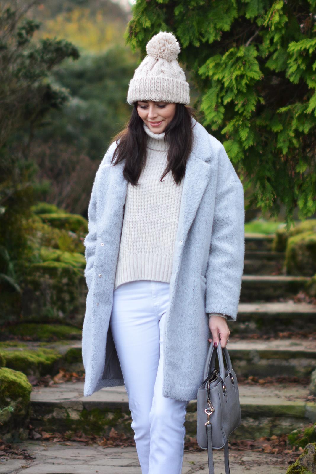 EJSTYLE - winter whites OOTD, grey primark coat, Cream topshop roll neck sweater jumper, grey zara city bag mini, cream bobble hat knitted