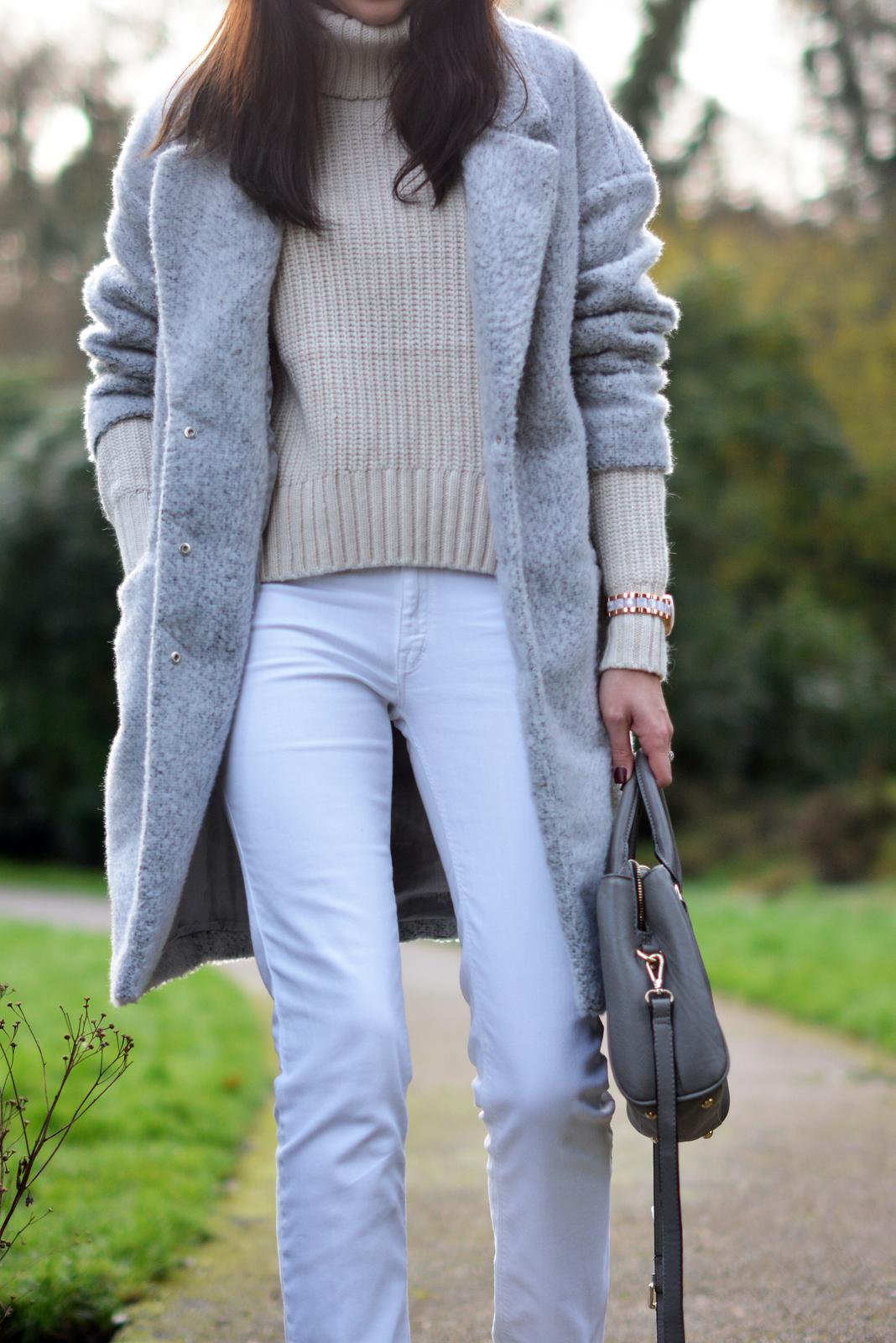 EJSTYLE - winter whites OOTD, white jeans, grey primark coat, Grey Zara city bag, Cream topshop jumper sweater roll neck