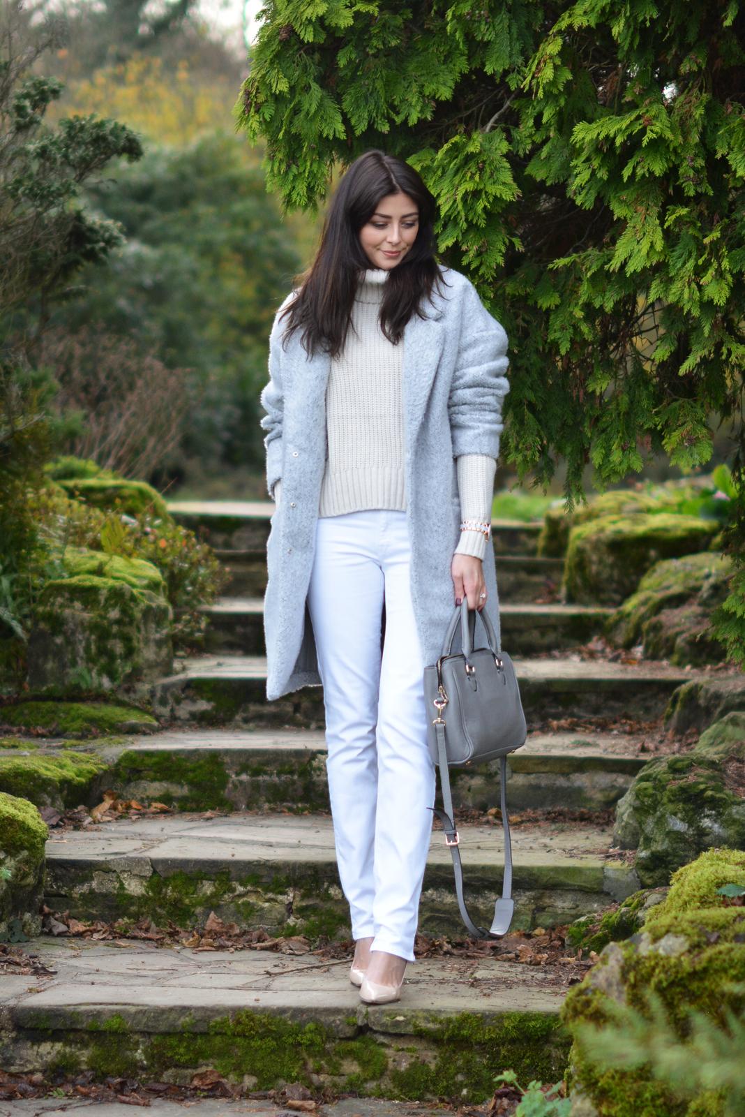 EJSTYLE - winter whites OOTD, white jeans, grey primark coat, Grey Zara city bag, Nude heels, Cream topshop jumper sweater
