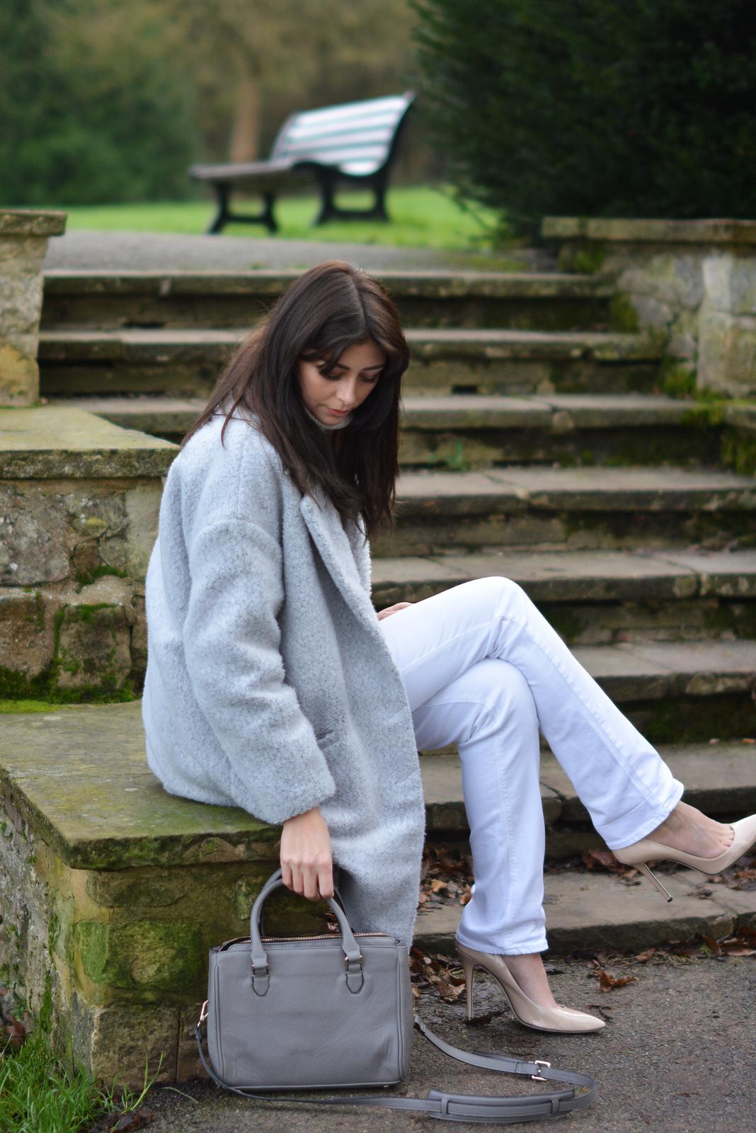 EJSTYLE - winter whites OOTD, white jeans, grey primark coat, Grey Zara city bag, Nude heels, Cream topshop jumper