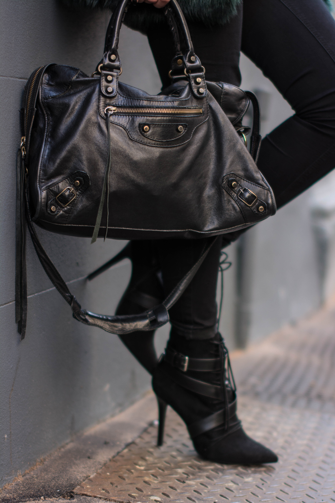 EJSTYLE - Balenciaga classic le city bag, Black skinny jeans, Zara lace up ankle boots SS15, winter outfit, influential fashion bloggers, Emma Hill