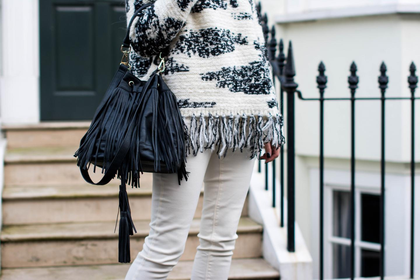 EJSTYLE - Zara fringe black white jumper, Zara TRF white jeans, Isabel Marant Inspired look, H&M fringed bucket bag, OOTD, fashion blogger, details