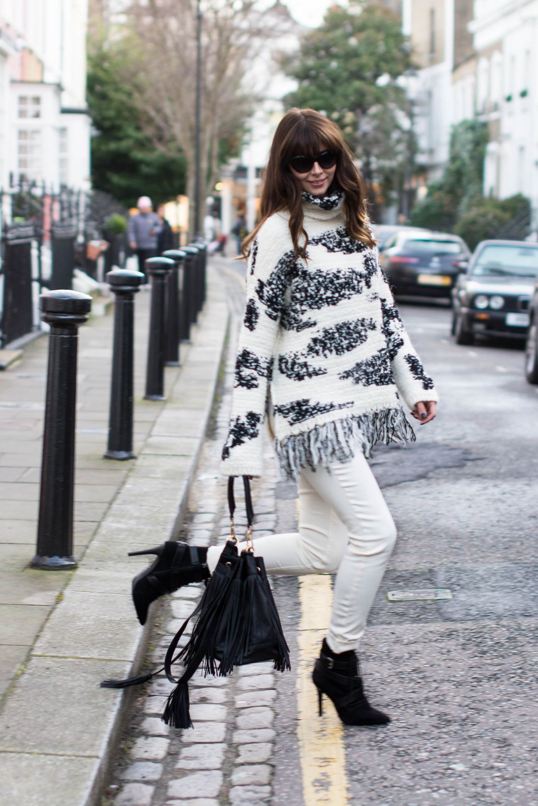 EJSTYLE - Zara fringe black white jumper, Zara TRF white jeans, Zara lace up ankle boots, Isabel Marant Inspired look, H&M fringed bucket bag, OOTD, fashion blogger, street style london