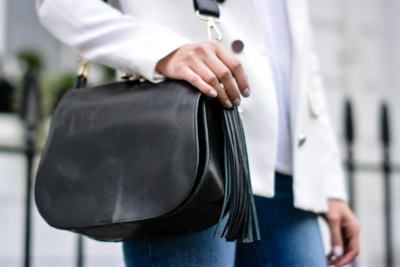 EJSTYLE - Emma Hill, Forever 21 white blazer, River Island ankle grazer skinny jeans, River Island Black saddle tassle bag