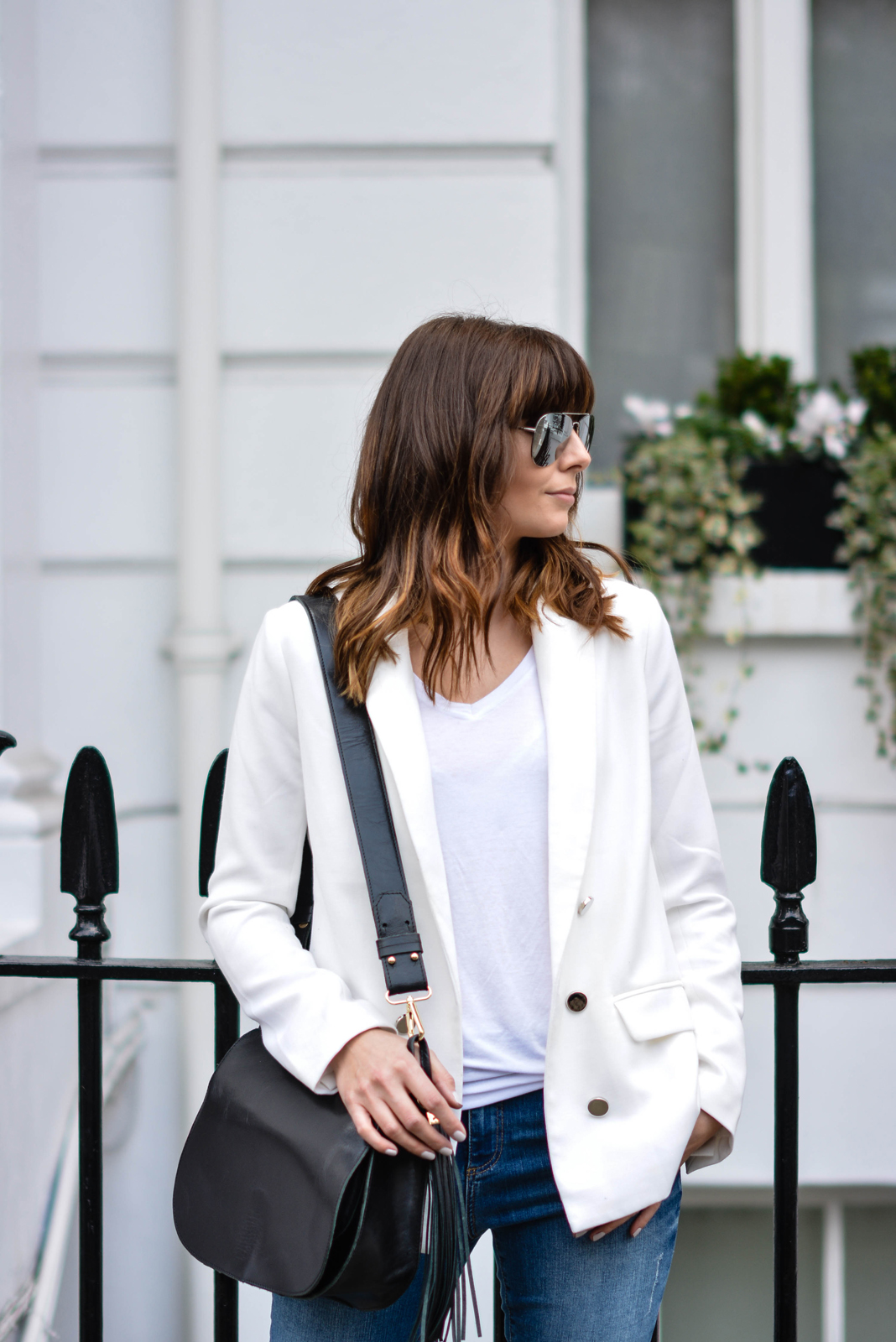 EJSTYLE - Emma Hill, Forever 21 white blazer, River Island ankle grazer skinny jeans, basic white t shirt, River Island Black saddle tassle bag