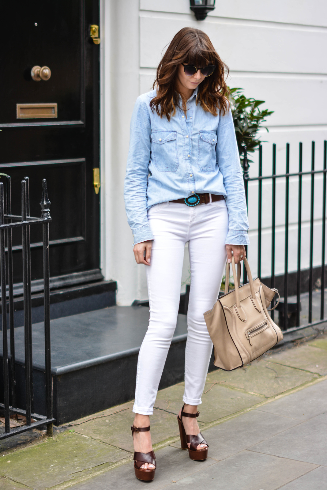 EJSTYLE - Emma Hill, River Island white skinny jeans, Topshop denim shirt, Turquoise brown leather belt, Celine mini luggage nude, Sante shoes brown platform sandals