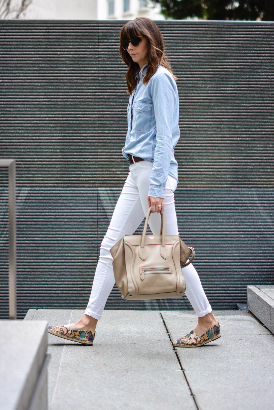 EJSTYLE - Emma Hill, River Island white skinny jeans, Topshop denim shirt, Turquoise brown leather belt, Celine mini luggage nude, Valentino Butterfly espadrilles, OOTD