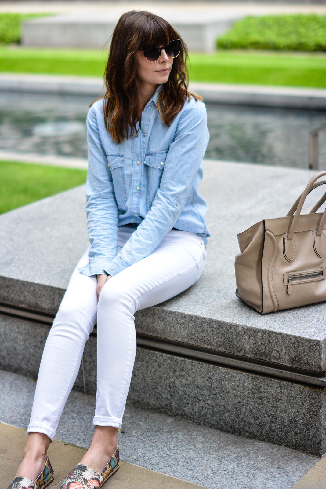 EJSTYLE - Emma Hill, River Island white skinny jeans, Topshop denim shirt, Turquoise brown leather belt, Celine mini luggage nude, Valentino Butterfly espadrilles, summer style