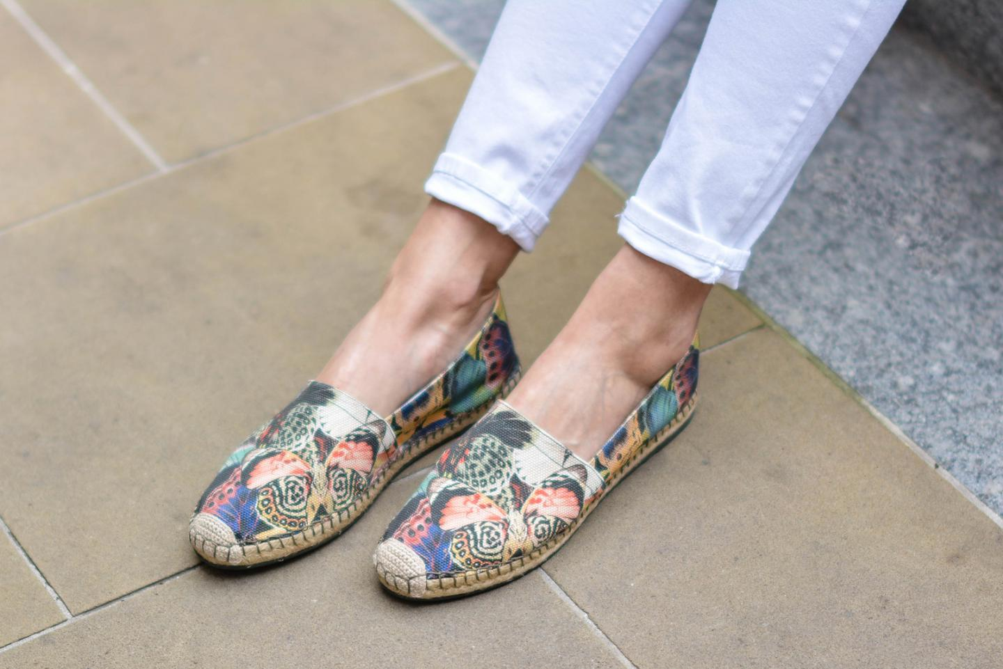 EJSTYLE - Emma Hill, River Island white skinny jeans, Valentino Butterfly espadrilles