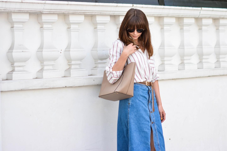 EJSTYLE - Emma Hill wears Zara denim a line button midi skirt, Zara 70s stripe shirt, Mango beige tote bag, tan suede gold chain belt