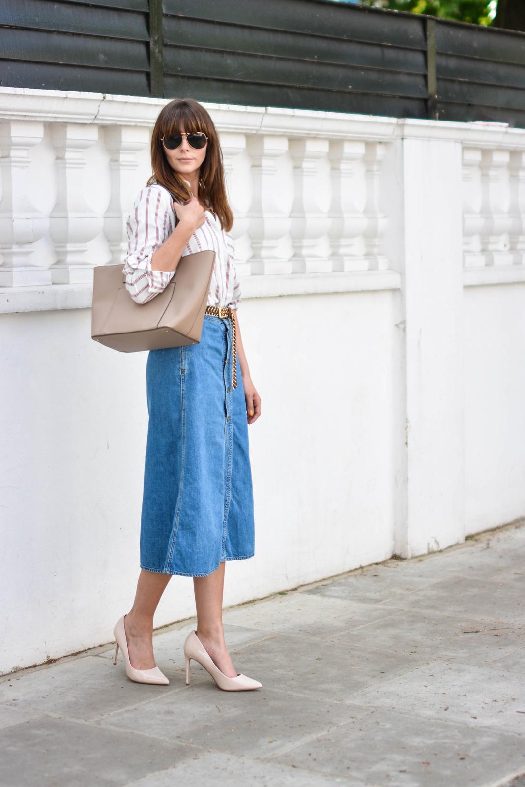 EJSTYLE - Emma Hill wears Zara denim a line button midi skirt, Zara 70s stripe shirt, Nude pointed court shoes, Mango beige tote bag, tan suede gold chain belt