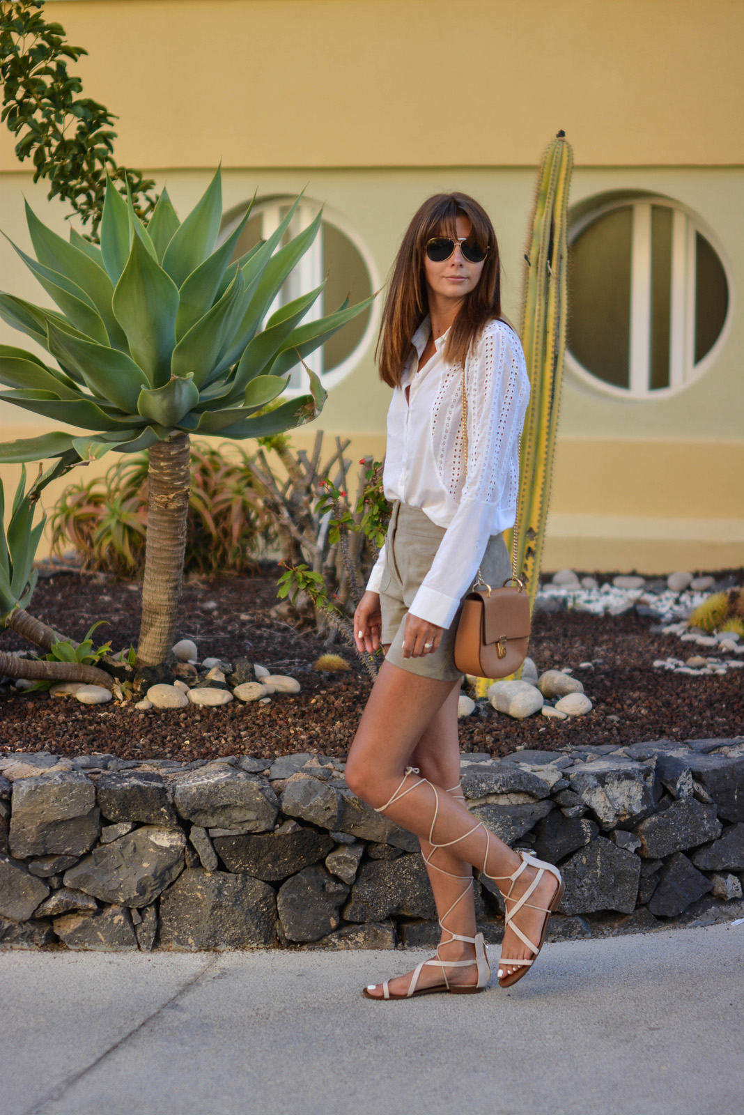 EJSTYLE - Emma Hill wears white broderie anglaid shirt, M&S faux suede front pocket shorts, Mango tie up gladiator sandals, Forever 21 Chloe Drew dupe bag, Summer style, SS15