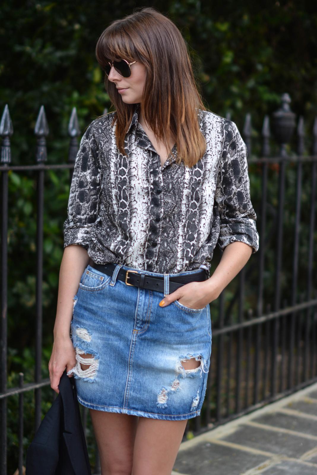 EJSTYLE - Snakskin print shirt, denim mini skirt, black belt, aviator sunglasses