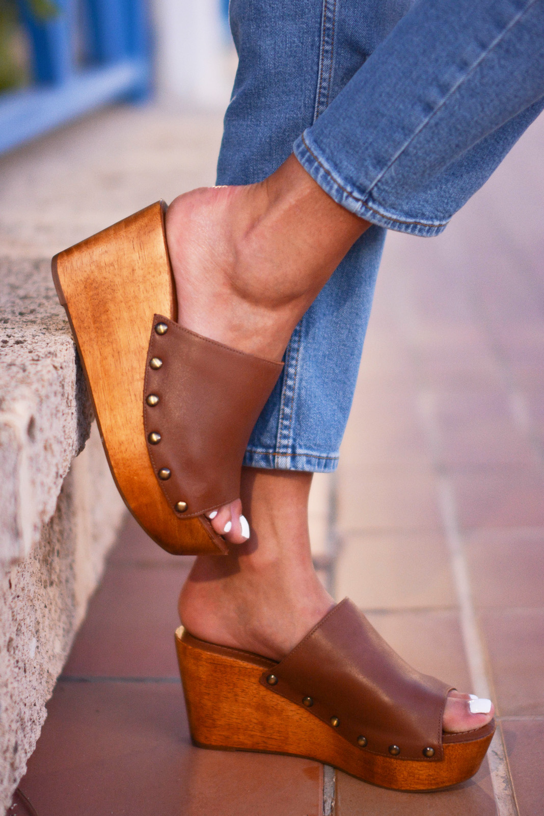 EJSTYLE - Emma Hill wears Dune Keera tan leather wedge sandals