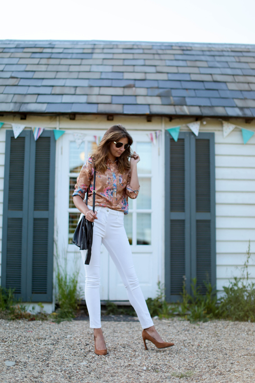 EJSTYLE - Emma Hill wears Next tan suede flare heel court shoes pumps, white skinny jeans, 70s retro floral print shirt, gold aviator sunglasses, OOTD, Nextbloggerisland