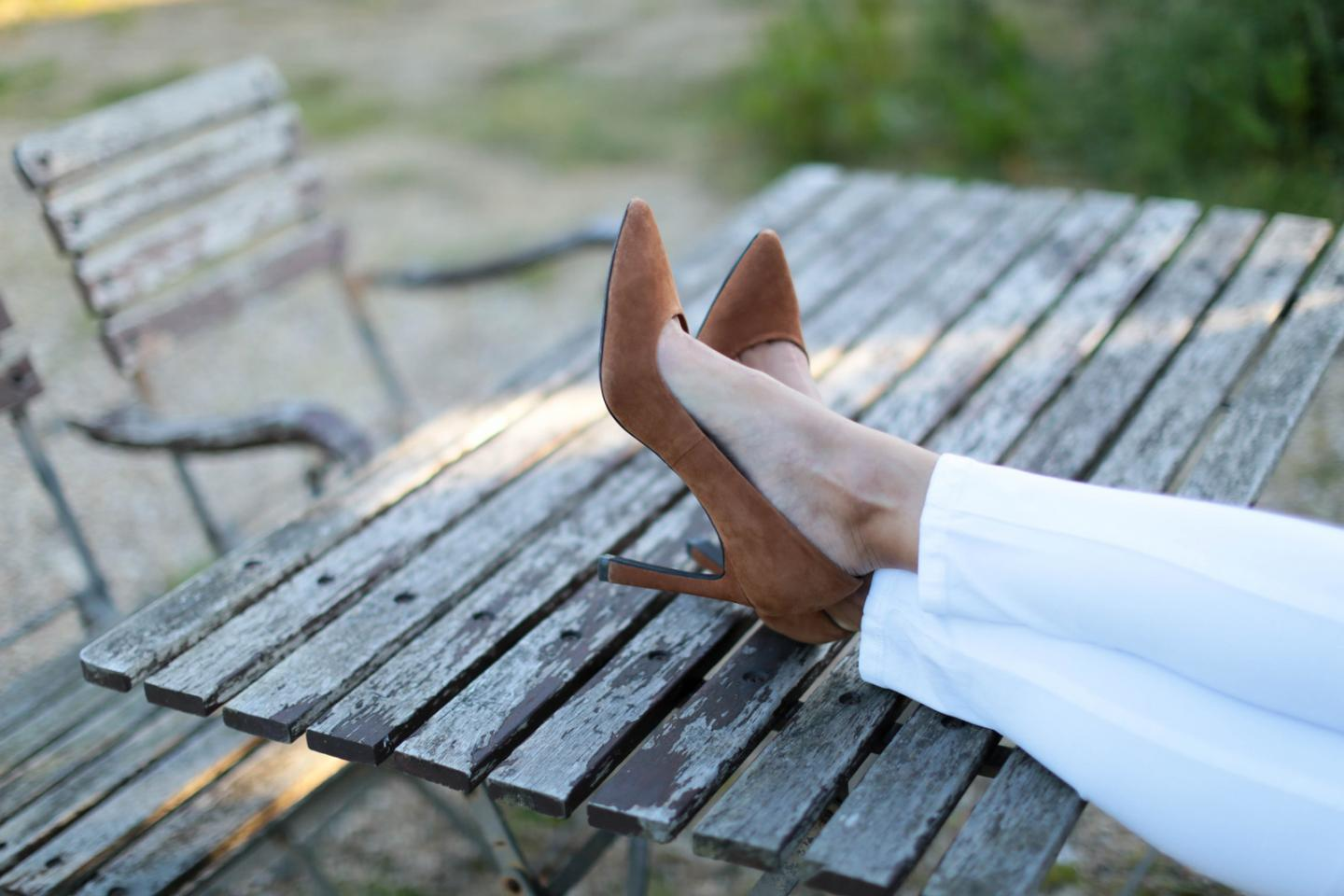 EJSTYLE - Emma Hill wears Next tan suede flare heel court shoes pumps, white skinny jeans