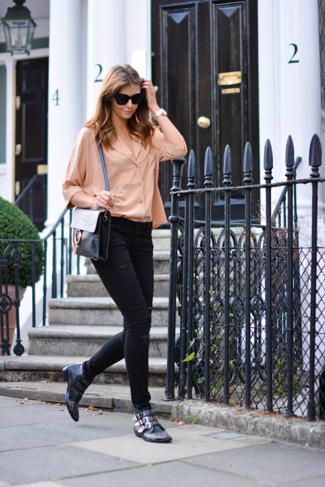 EJSTYLE - Emma Hill wears camel shirt, ripped black skinny jeans, Chloe Faye style bag, black cats eye chunky sunglasses, black studded ankle boots, London Street style, Festival style