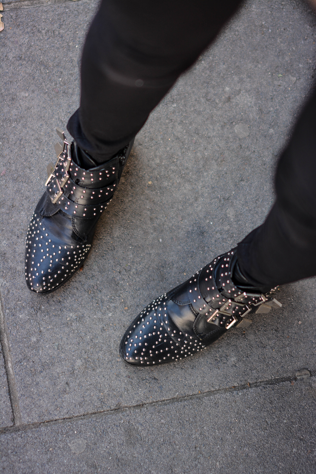 EJSTYLE - Emma Hill wears ripped black skinny jeans, black studded ankle boots, chloe susanna style boots