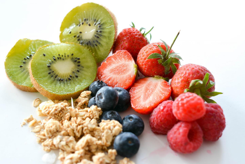 EJSTYLE - breakfast greek yoghurt, fruit and granola lollies 2