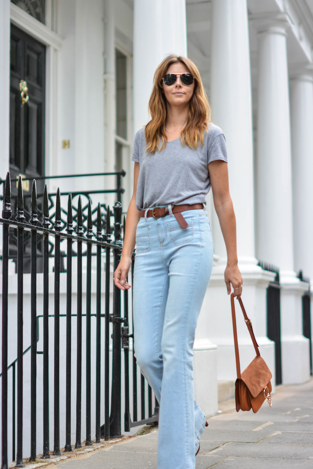 EJSTYLE wears Grey basic v neck t shirt, aviator sungasses,Tan suede leather chloe style Faye bag by Jessica Buurman, High waisted flare jeans, tan knot belt