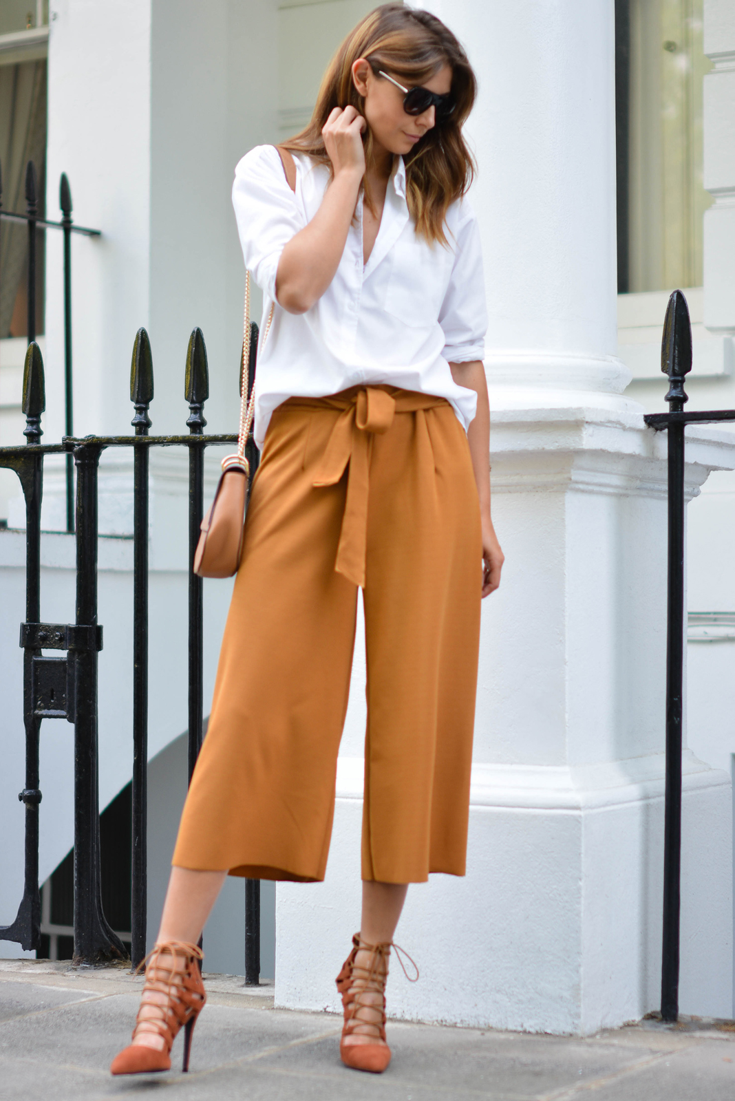 EJSTYLE wears tan culottes, white shirt, forever 21 chloe drew style bag, flat top sunglasses, missguided rust lace up heels, OOTD
