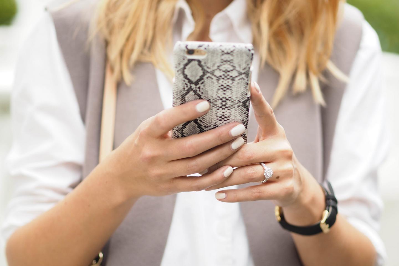 EJSTYLE wears snakeskin iphone 6 case