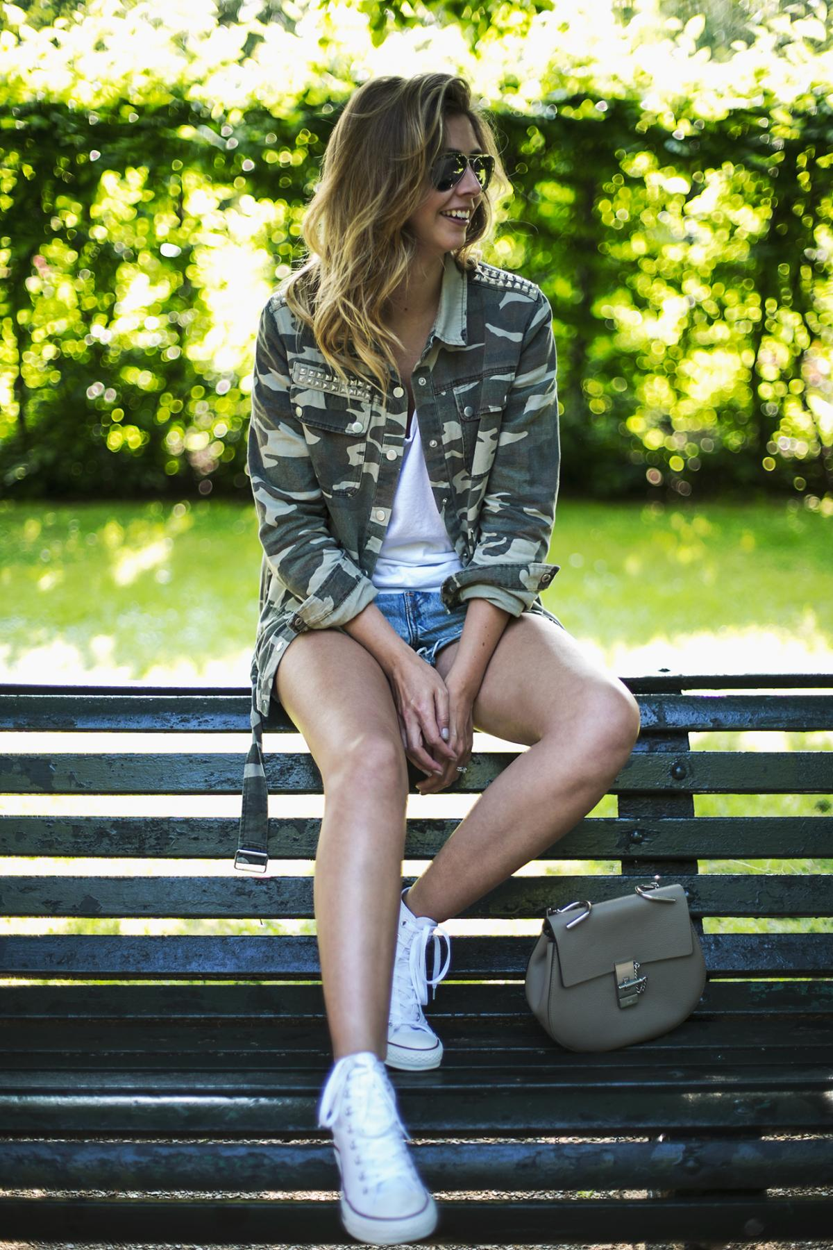 camo jacket, white t shirt, levis shorts, chloe drew bag, white hi top converse