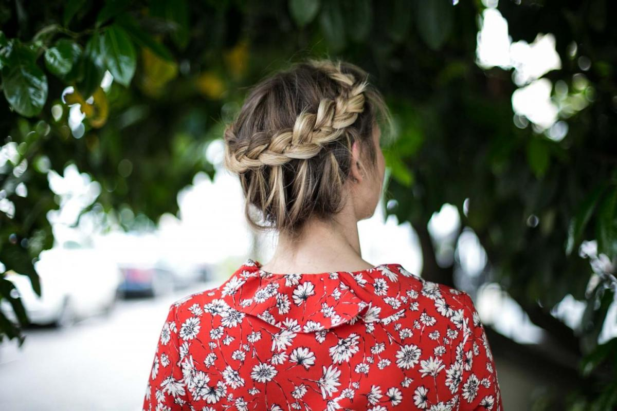 summer hair style, halo braid, braided hair, balayage hair, lob, mid length hair, shoulder length hair, red floral tea dress