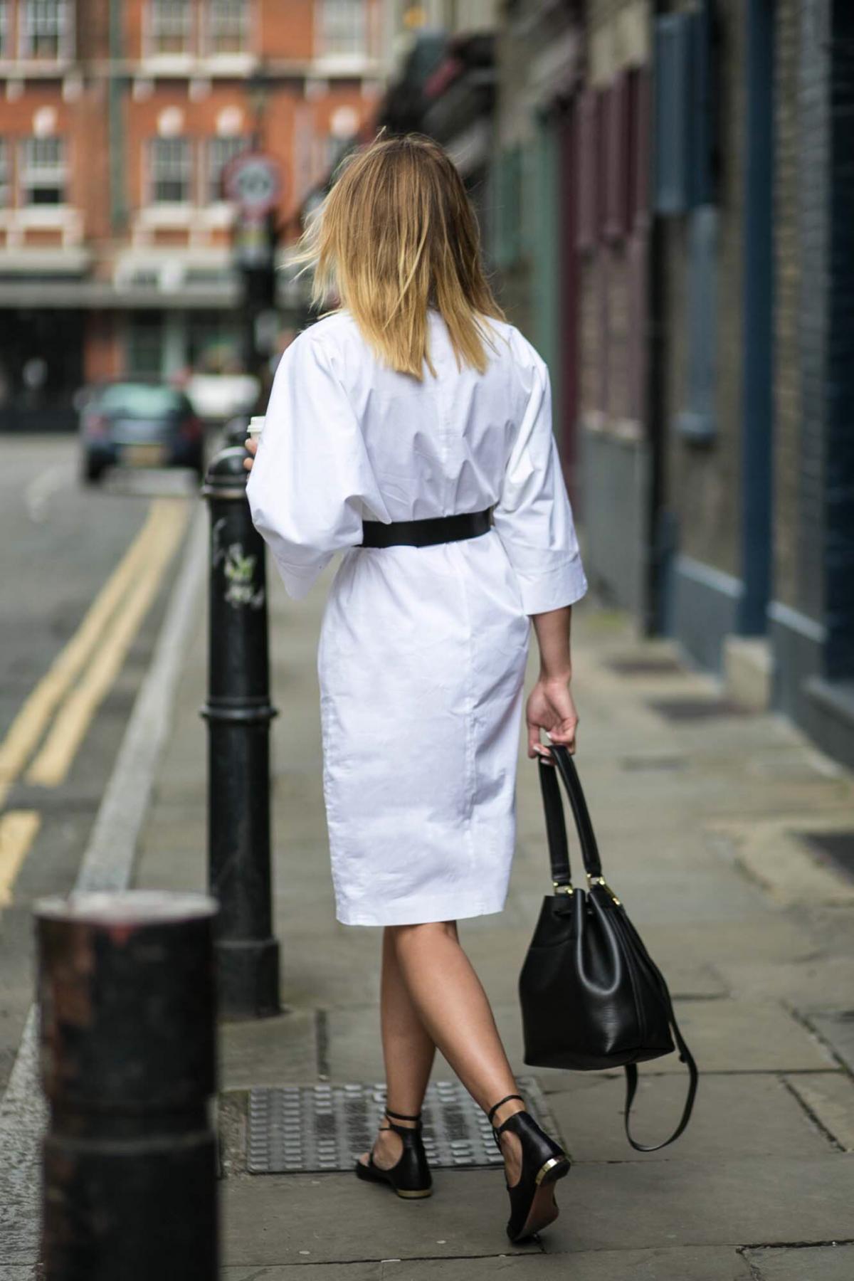 white shirt dress, black belt, 3 ways to wear, aquazzura lace up flats, black duffle bag