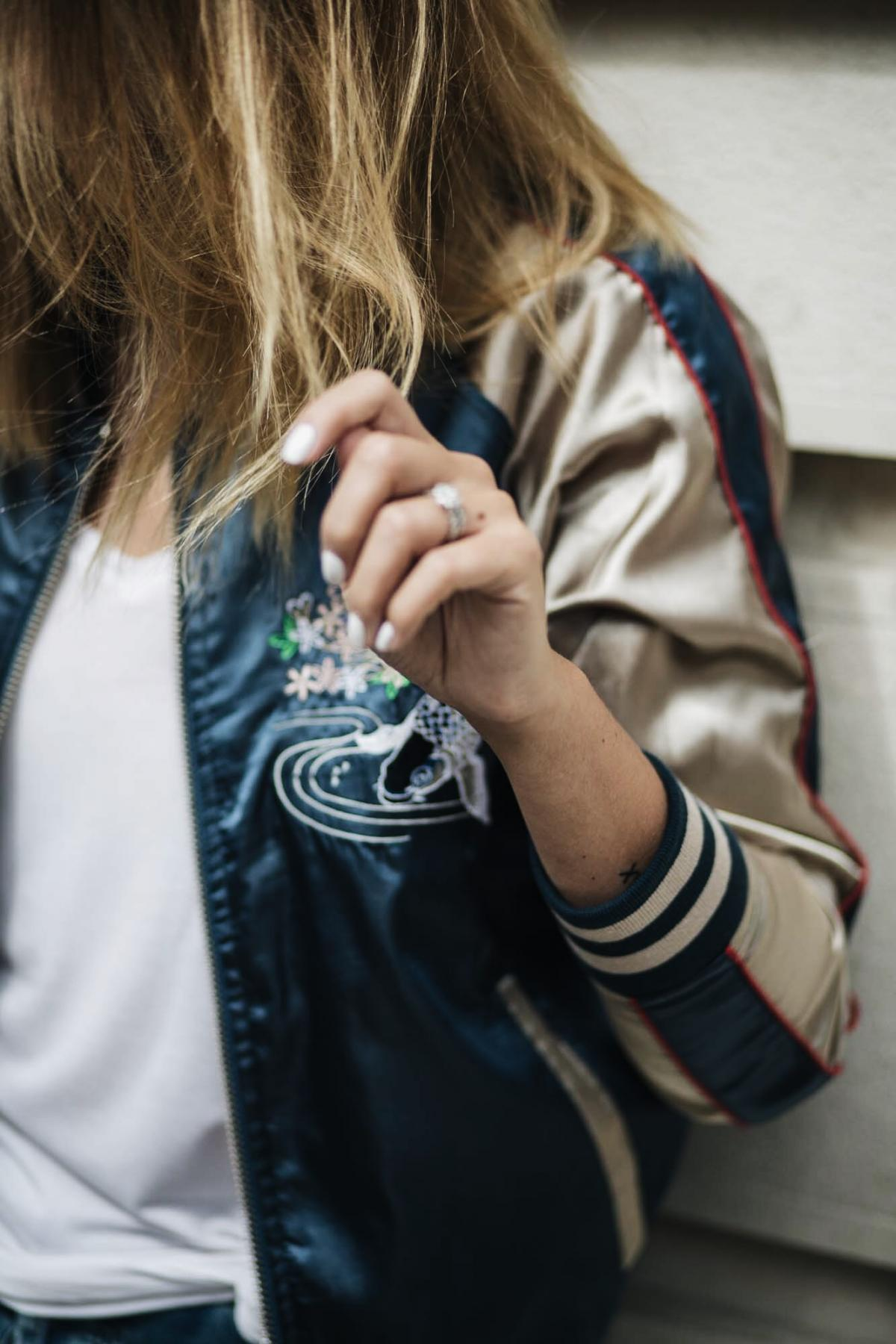 how to wear a satin bomber jacket, street style, summer outfit, casual look, weekend style