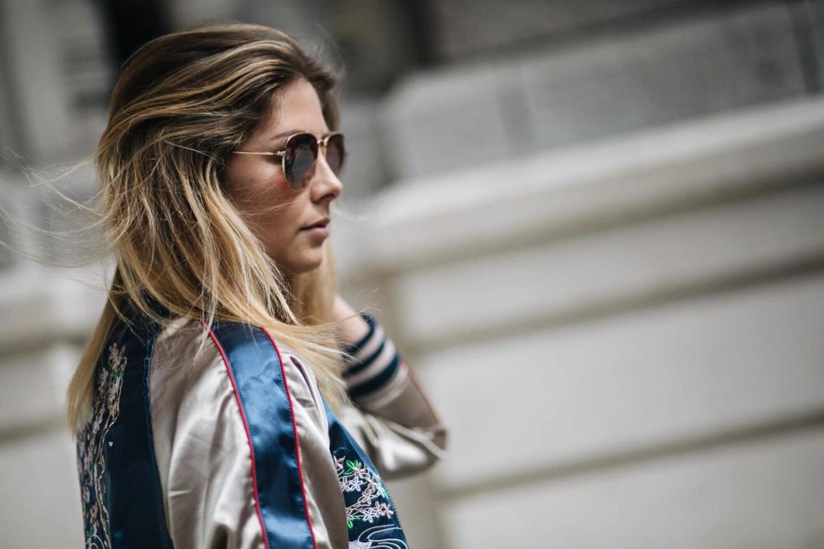 how to wear a satin bomber jacket, street style, summer outfit, casual look