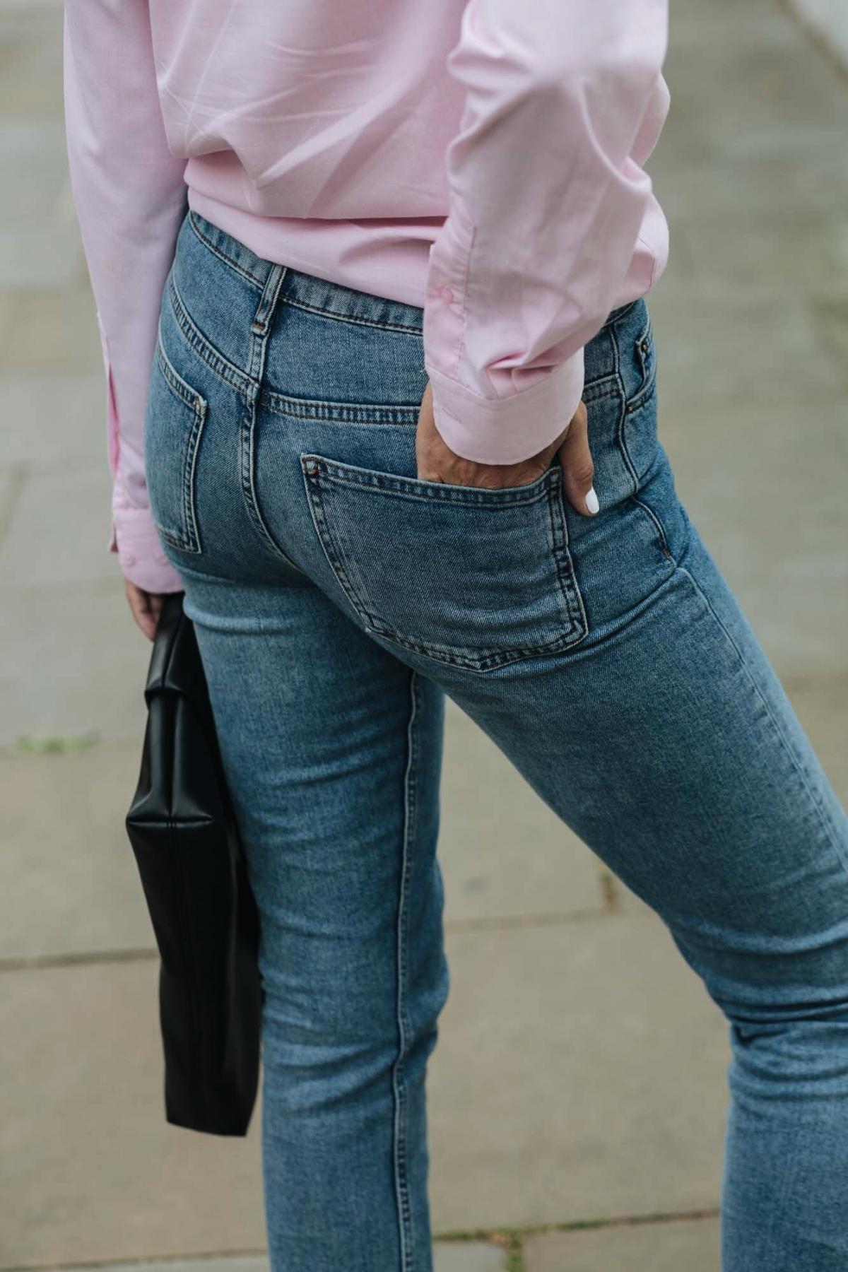 straight leg jeans, pink shirt