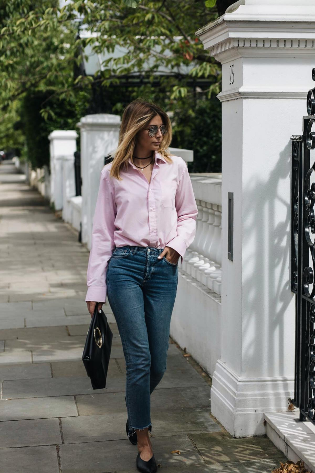 Street style trend, pink shirt, stepped hem straight leg jeans, ring detail clutch bag, babouche pointed flats, fashion blogger