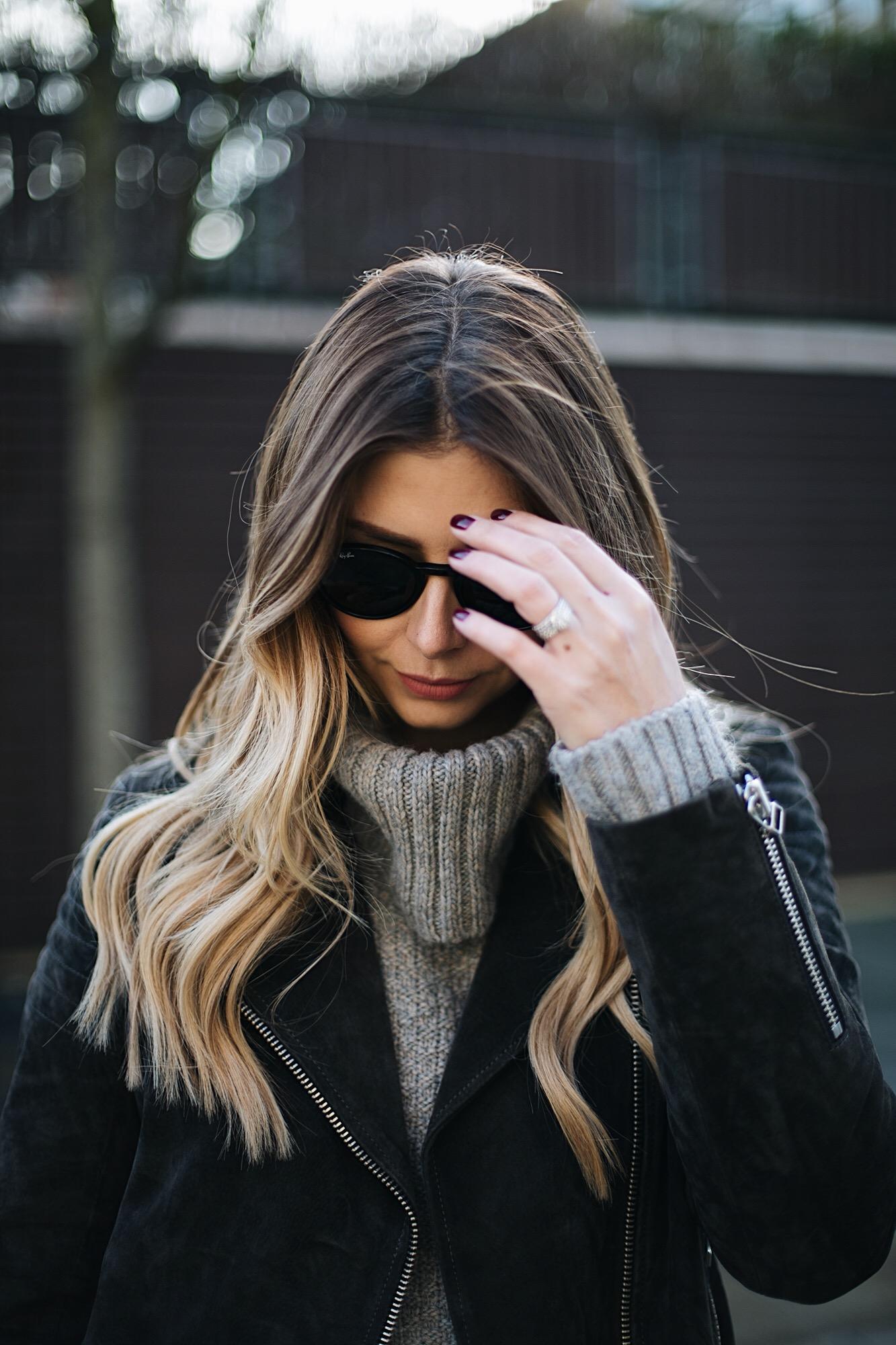 grey roll neck sweater, long blonde balayage hair, Rayban round sunglasses