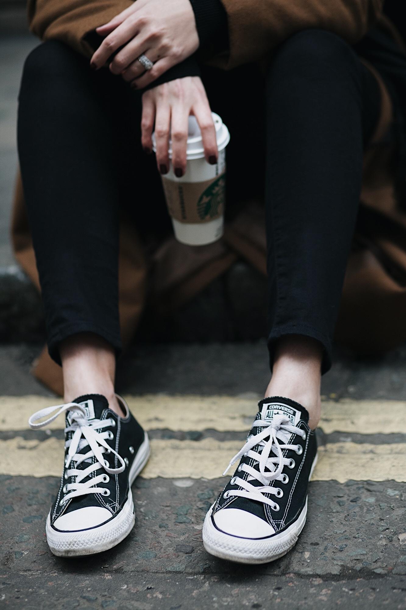 EJ STYLE - Black skinny jeans, black low Converse