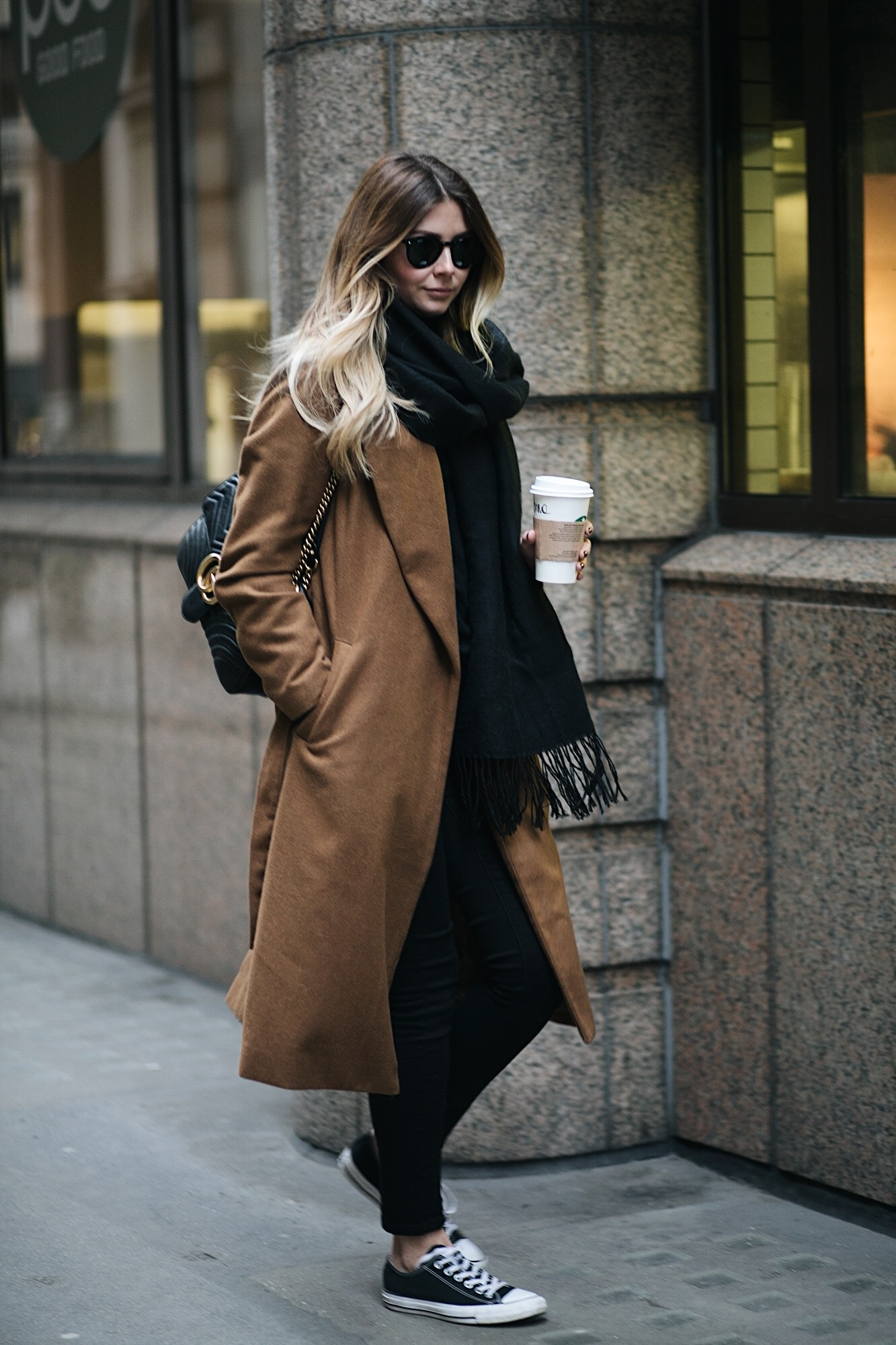 EJ STYLE - Winter outfit, camel coat, black skinny jeans, black scarf, black low Converse, Gucci Marmont bag