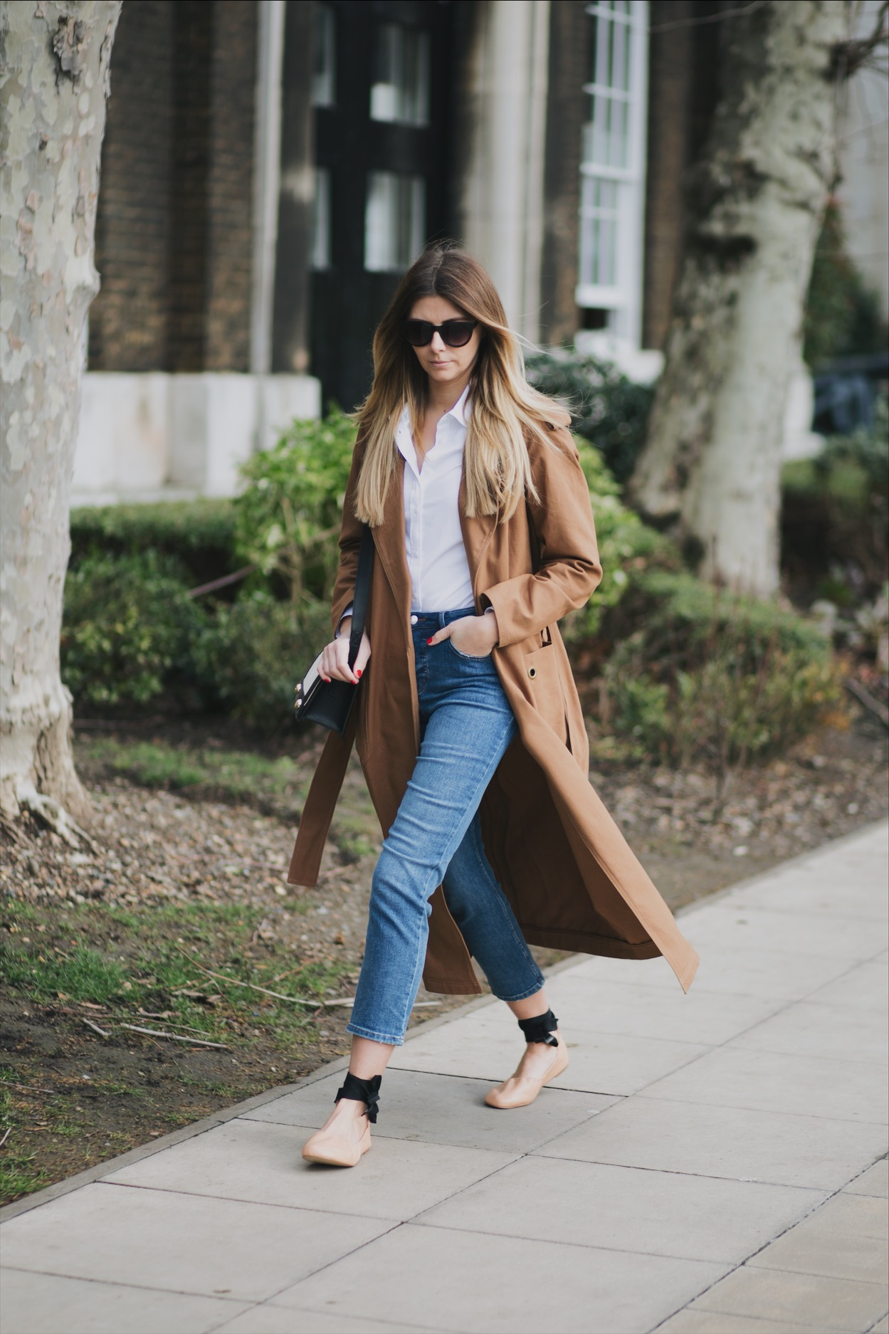 Camel trench coat, white shirt, straight leg cropped jeans, nude leather ballet pumps, chic spring outfit