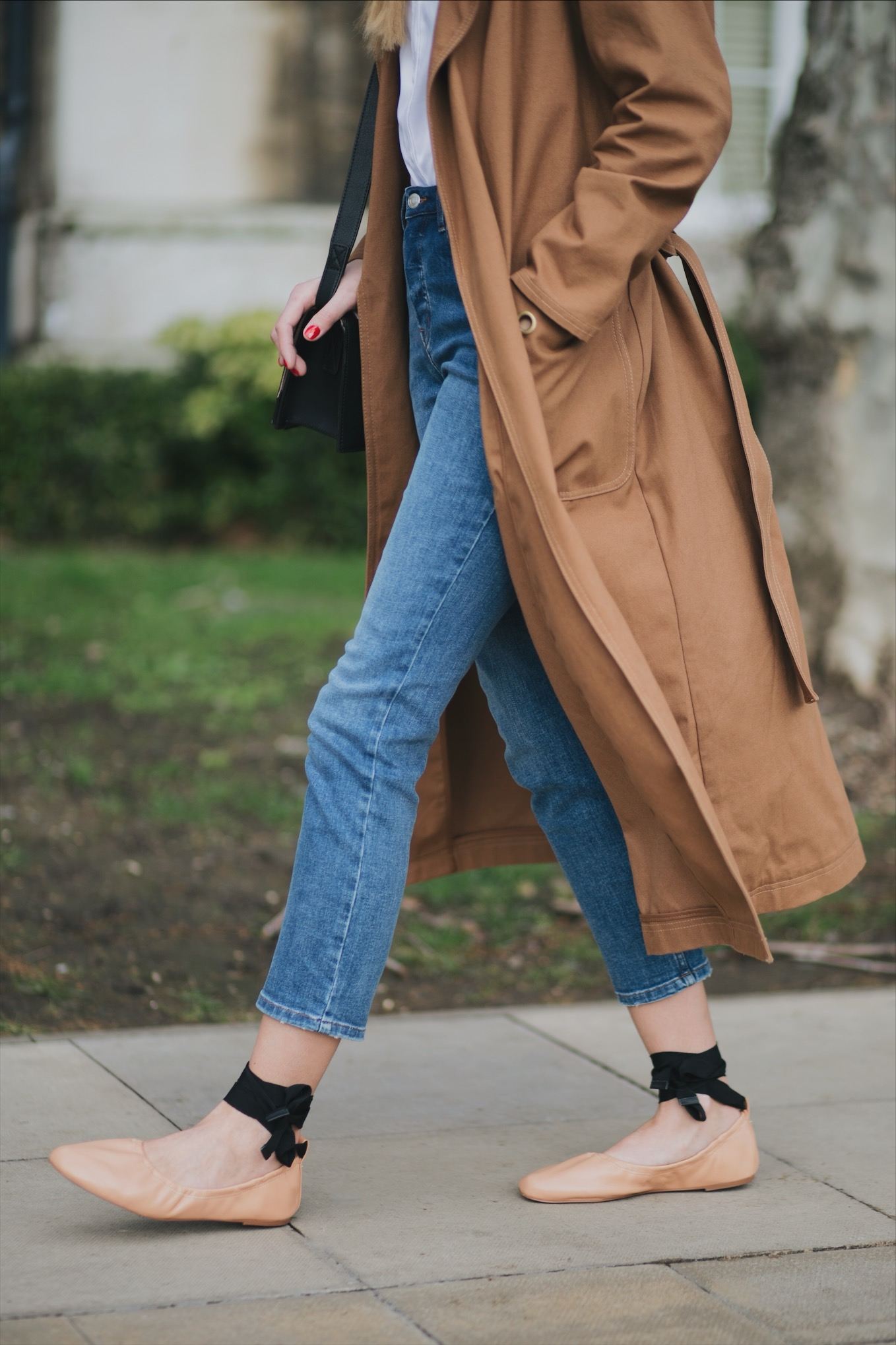 camel trench coat, cropped straight leg jeans, nude leather ankle tie ballet flats shoes, spring outfit