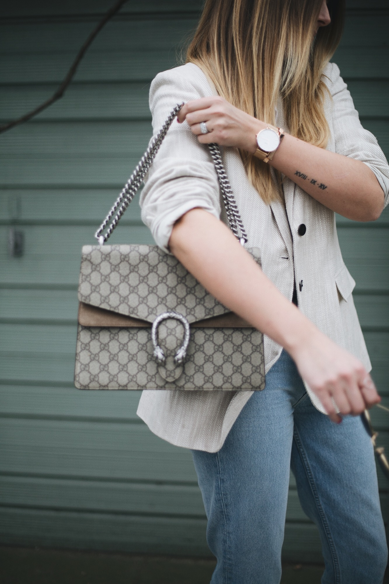 beige linen blazer, light wash high waisted jeans, Gucci medium beige Dionysus bag, small arm tattoo, rose gold accessories