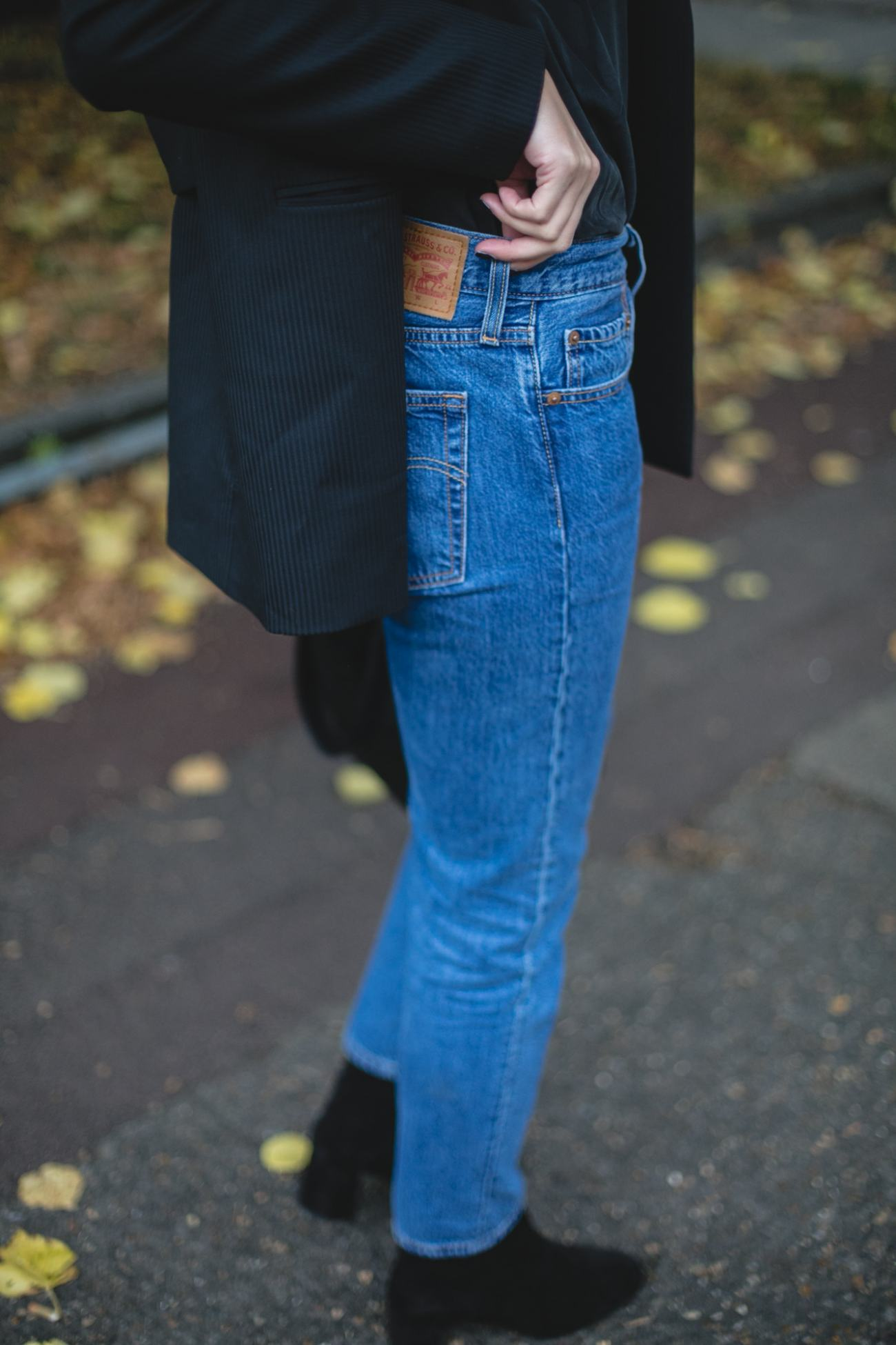 Autumn Wardrobe Staples | Emma Hill wears Levis 501 CT jeans