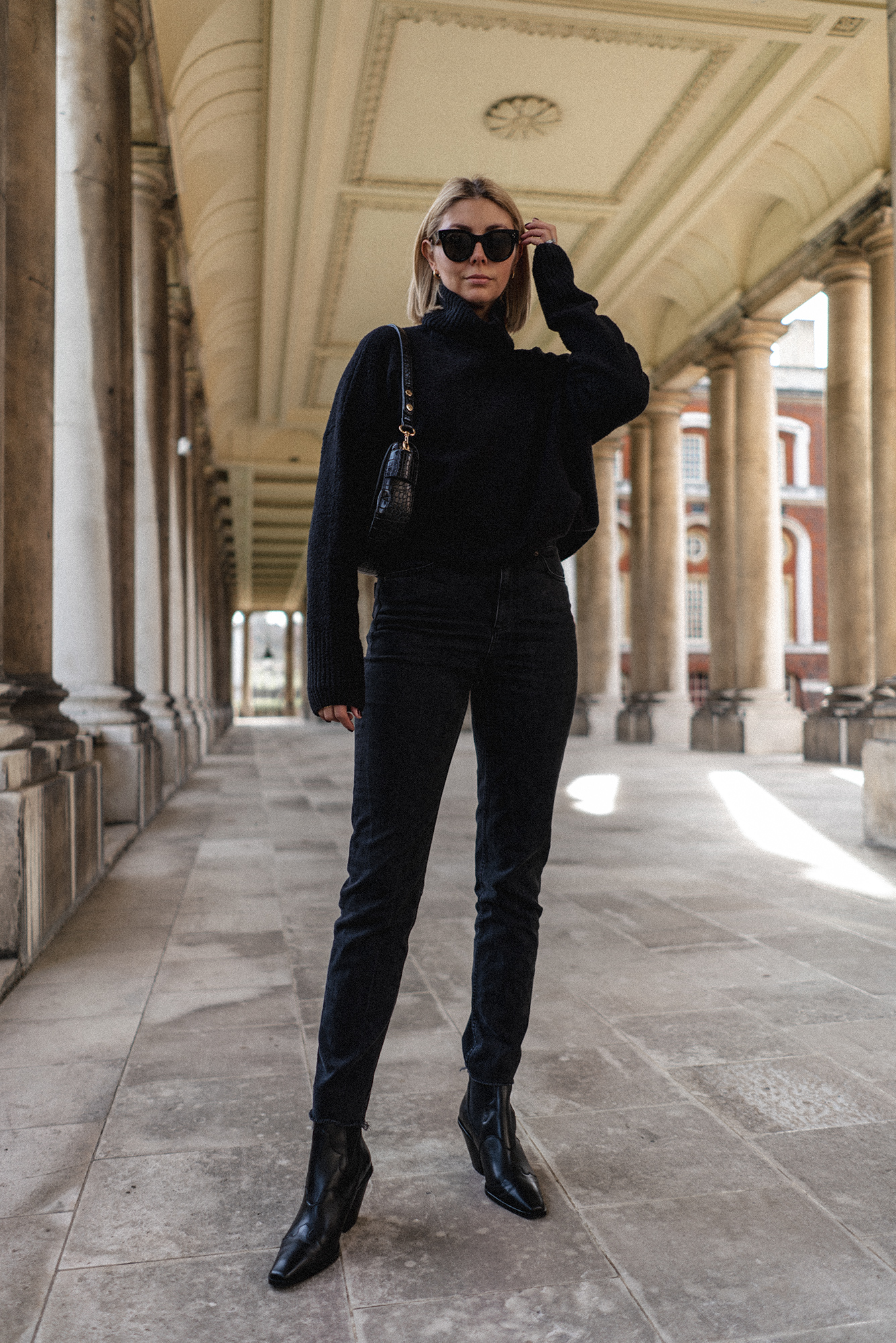 Emma Hill style. All black outfit