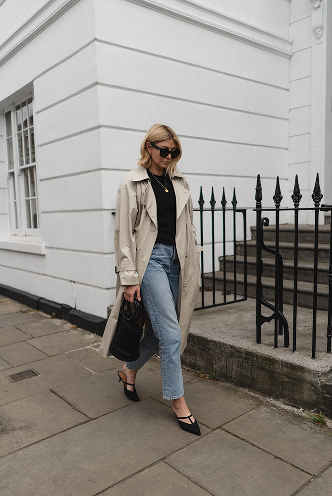 Emma Hill style. Trench coat, Simon Miller Bonsai bag, black t-shirt, gold necklace, black mules, loose fit jeans, casual outfit