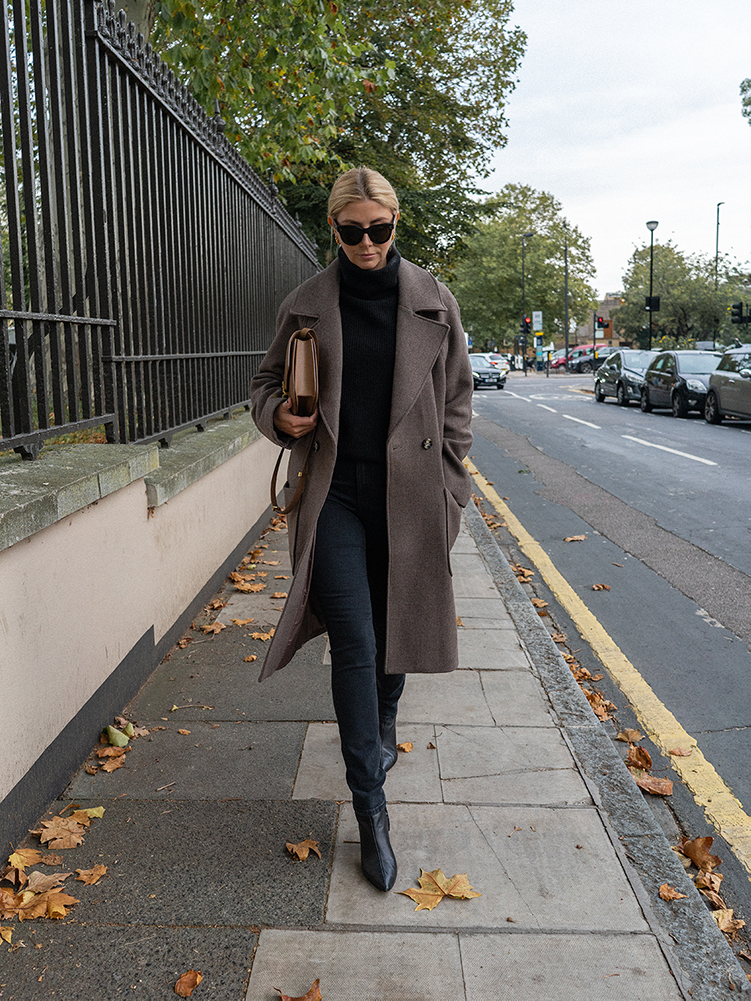 Emma Hill style. Taupe neutral wool winter coat, Céline Baby Audrey sunglasses, black cashmere jumper, black jeans, Black heeled ankle boots, Celine classic box bag, chic Autumn Fall Winter outfit
