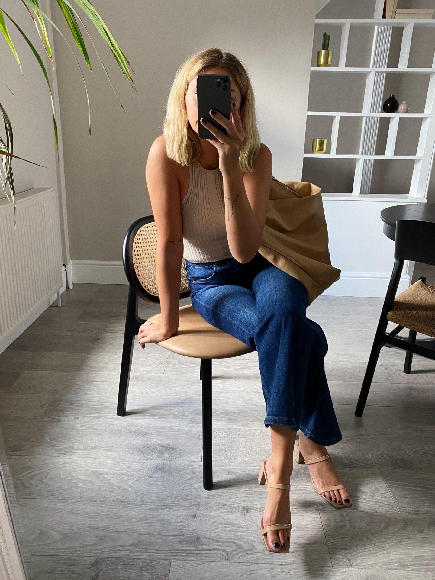 Emma Hill style. Beige ribbed vest, dark wash jeans, nude slouchy hobo bag