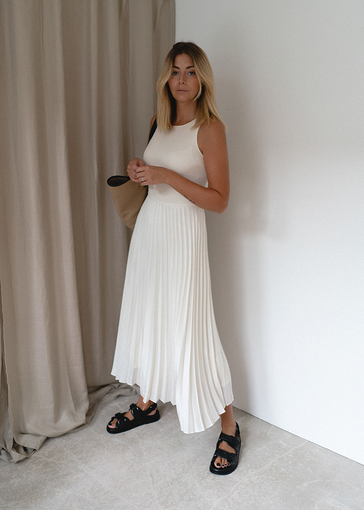 Emma Hill style, white pleated dress, black quilted leather Chanel dad sandals, canvas tote bag, chic Summer outfit, blog