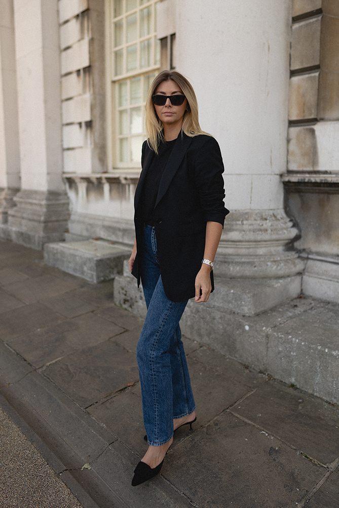 Emma Hill style. Black Emma blazer, black t-shirt, dark wash straight leg jeans, Manolo Maysale pumps, chic autumn outfit
