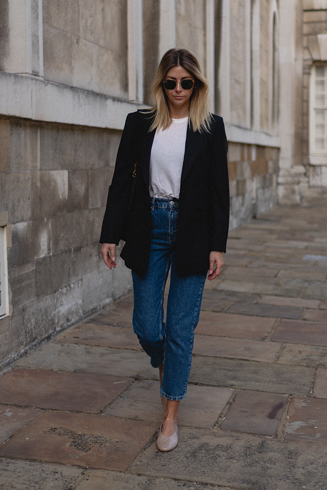 Emma Hill style. Classic black boyfriend blazer, off white t-shirt, blue cropped mom jeans, nude ballet flats. Casual chic easy Autumn outfit